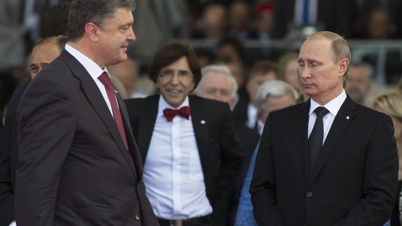 Ukraine-Krise: Ukraines Premier Petro Poroschenko und Amtskollege Wladimir Putin bei den Feierlichkeiten zum 70. Jahrestag der Alliierten-Invasion in der Normandie
