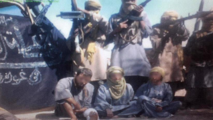 Terrorismus: Zwei spanische und eine italienische Geisel in den Händen einer Al-Kaida-Splittergruppe in Algerien; die Gesichter der Geiseln wurden aus Rücksicht auf ihre Sicherheit unkenntlich gemacht.