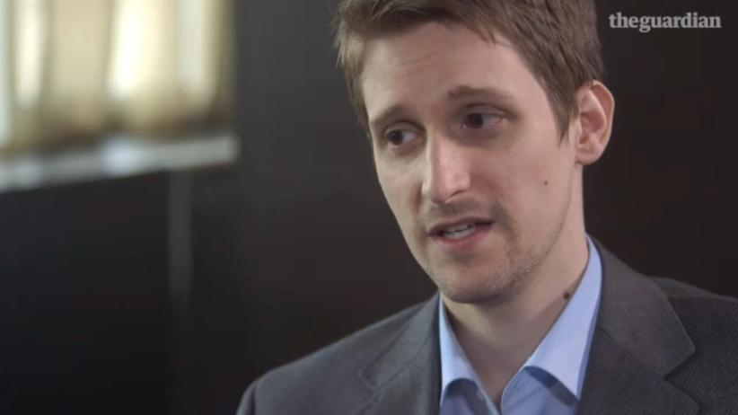 "Whistleblower: Edward Snowden im Video-Interview des ""Guardian"" (Screenshot)"