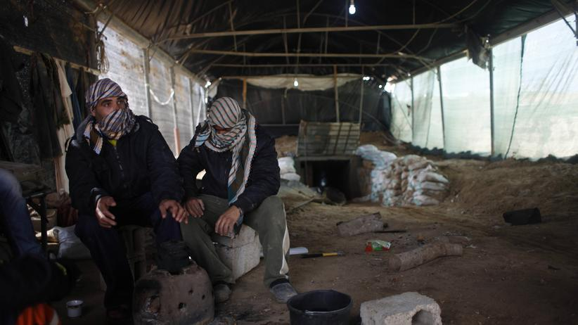Arbeiter vor einem Tunnel zwischen Gaza und Ägypten