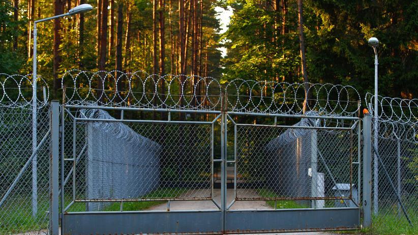 Terrorverdächtige: Der Sperrzaun vor dem Militärgelände bei Stare Kiejkuty im Nordosten Polens