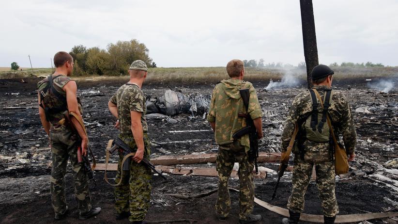 Malaysia-Airlines-Absturz: Prorussische Separatisten am Absturzort von MH17