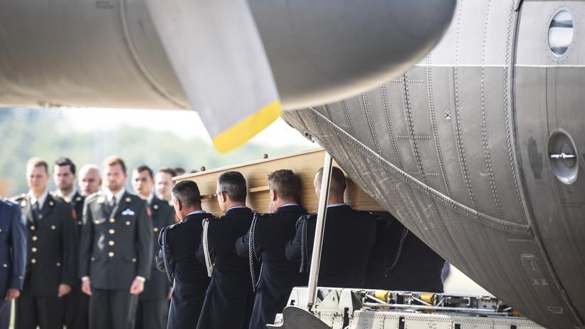 MH17-Absturz: Letzte MH17-Opfer in die Niederlande geflogen