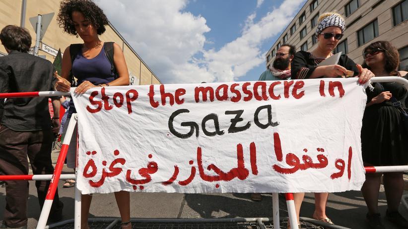 Al-Quds-Tag: Demonstranten in Berlin protestierten am Mittwoch in Berlin gegen die Militäroffensive im Gazastreifen.
