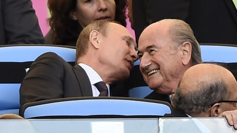 Ukraine-Konflikt: Russlands Präsident Wladimir Putin und Fifa-Chef Sepp Blatter beim WM-Finale in Brasilien