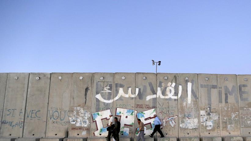 Gaza-Konflikt: Palästinenser vor der israelischen Mauer in Jerusalem