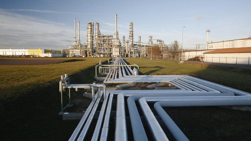 Sanktionen: Pipelines an einer Raffinerie in Leuna