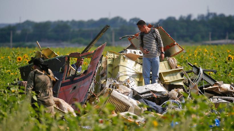 MH17: Untersuchung der Wrackteile am Absturzort der Malaysian-Airlines-Maschine (Archivbild).