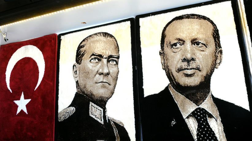 Türkei: Bilder des Staatsgründers Atatürk und des baldigen Präsidenten Erdoǧan in der türkischen Stadt Gaziantep