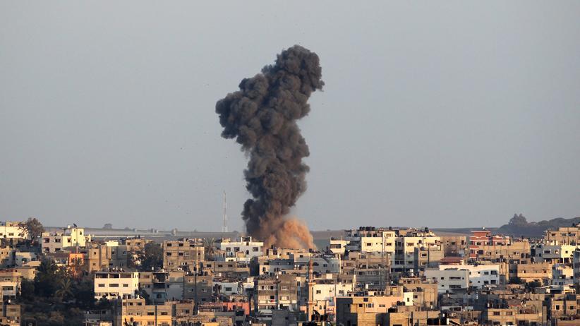 Gaza-Krieg: Rauchwolke nach einem israelischer Luftangriff am 19. August in Gaza-Stadt