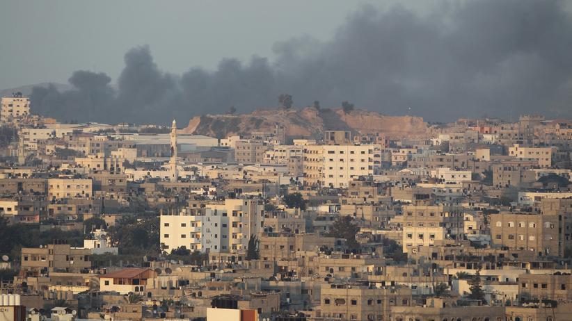 Gaza-Krieg: Rauch steigt über Gaza-Stadt auf.