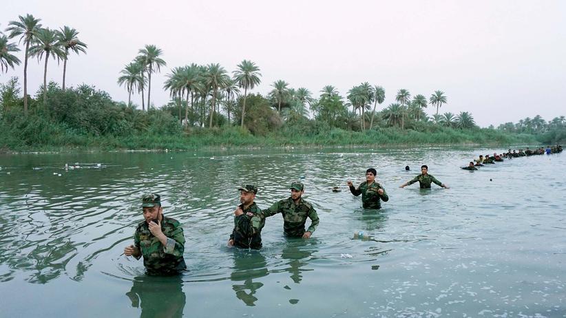 Rüstungsexporte: Schiitische Freiwillige der irakischen Armee beim Training in Nadschaf