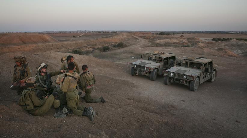 Gaza-Krieg: Israelische Soldaten am Mittwoch an der Grenze zwischen Israel und dem Gazastreifen