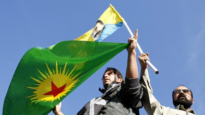 Kurden demonstrieren bei ihrem Neujahrsfest Newroz am 21. März 2014 in Diyarbakır.