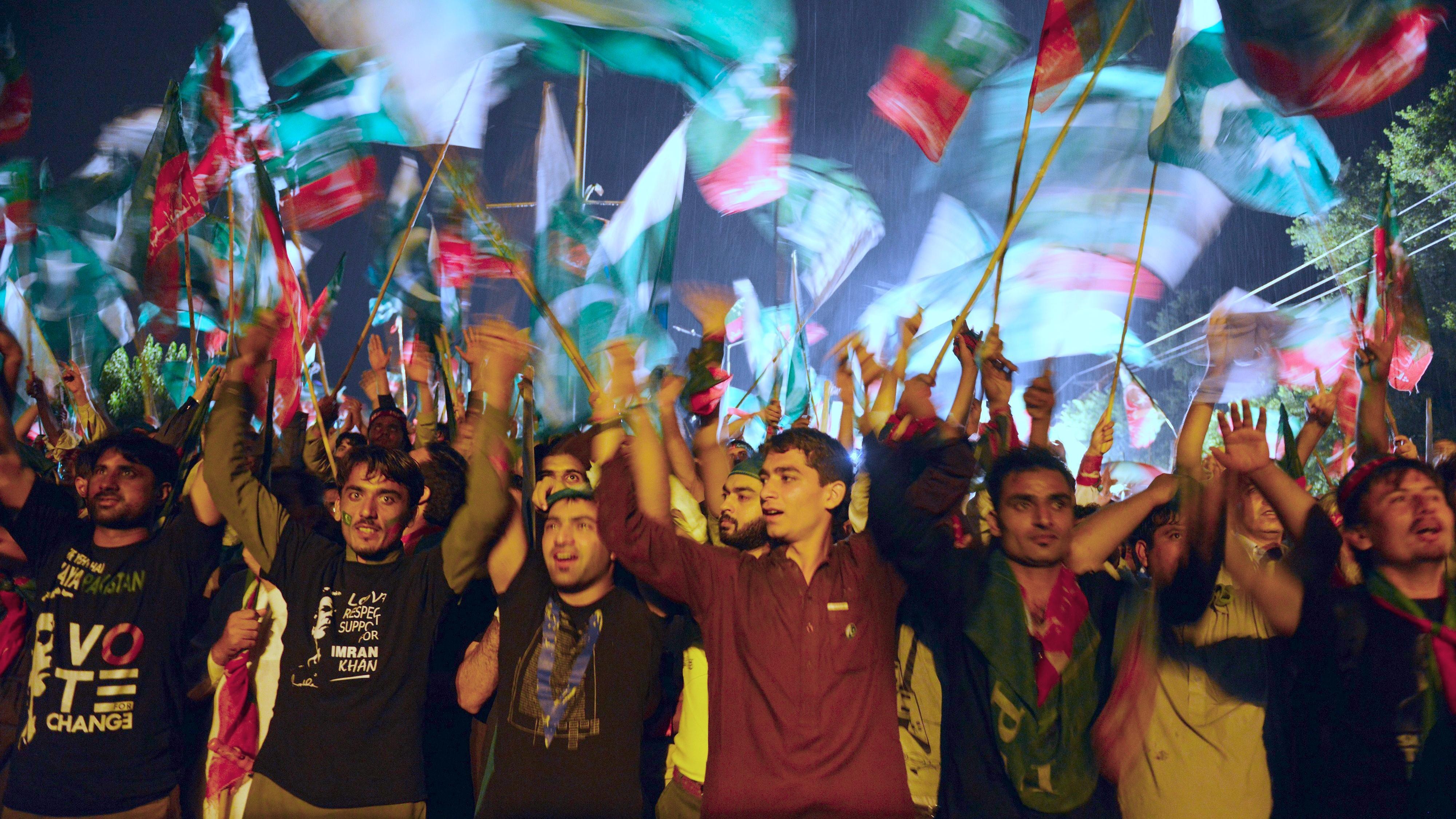 Zehntausende Demonstranten fordern Rücktritt des Regierungschefs