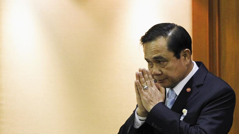 Thailand: Armeechef Prayuth Chan-ocha bei seiner Wahl zum Regierungschef am Donnerstag: Der General trägt nun Anzug statt Uniform.