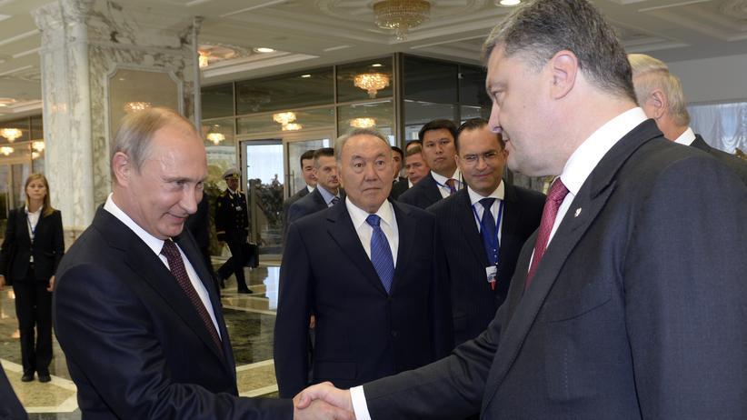 Ukraine-Konflikt: Russlands Präsident Putin und sein ukrainischer Kollege Poroschenko in Minsk