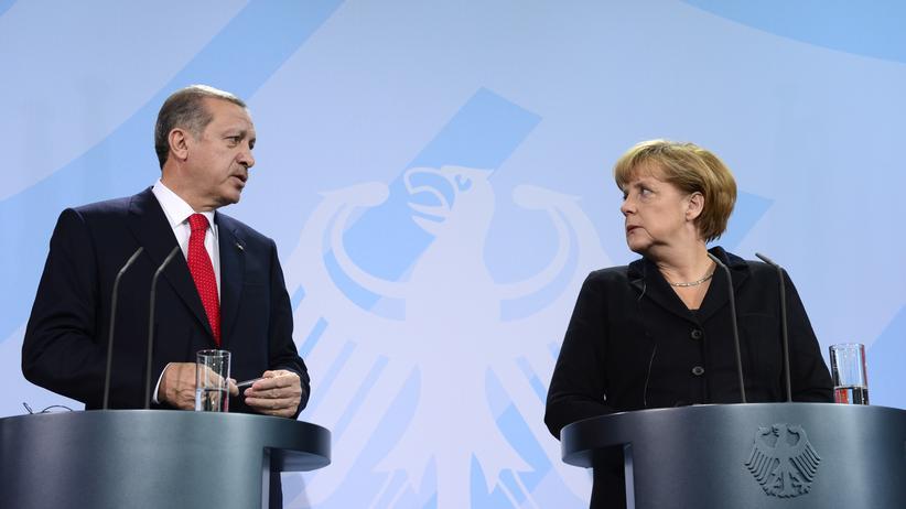 BND-Affäre: Freunde? Partner? Kanzlerin Angela Merkel und der türkische Regierungschef Recep Tayyip Erdoğan während einer Pressekonferenz in Berlin 2012.