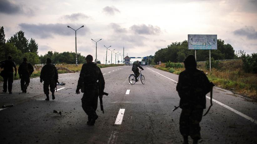 Ukraine: Eine Patrouille prorussischer Separatisten im ostukrainischen Donezk