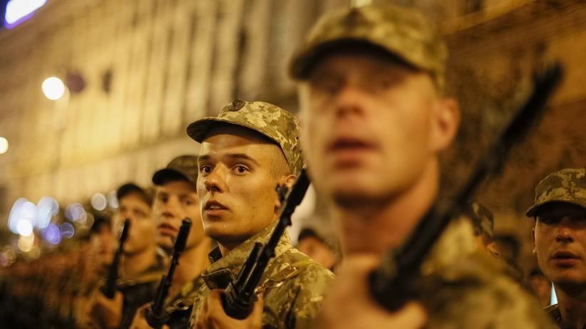 Ukraine: Ukrainische Soldaten am Mittwoch bei den Vorbereitungen für eine Militärparade in Kiew