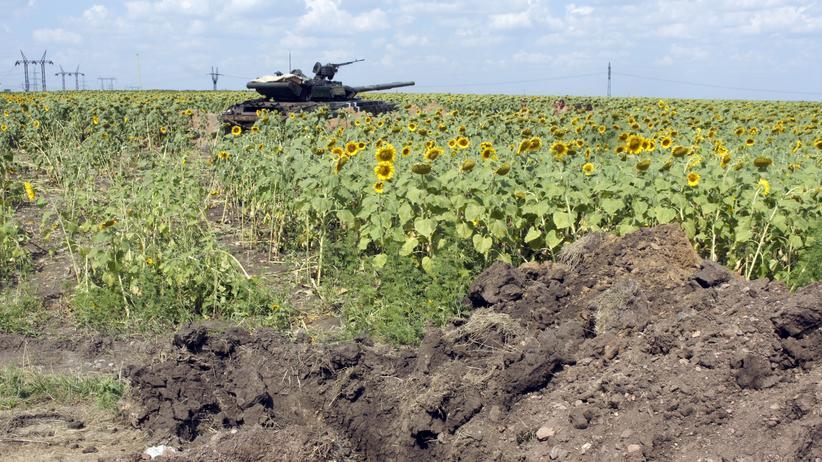 Ein Panzer der ukrainischen Armee in der Nähe der Stadt Donezk