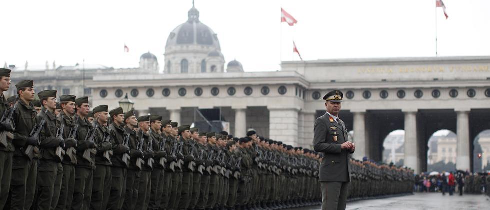 Rekruten des österreichischen Bundesheers während ihrer Angelobung in Wien