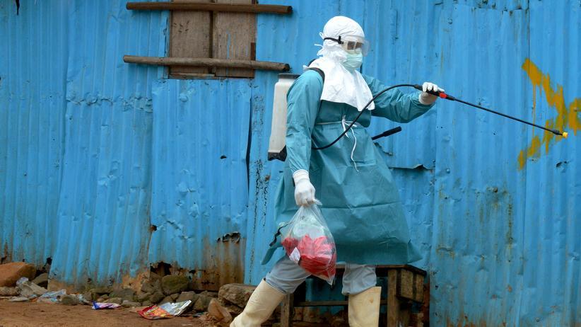 Desinfektion am John Fitzgerald Krankenhaus in Monrovia
