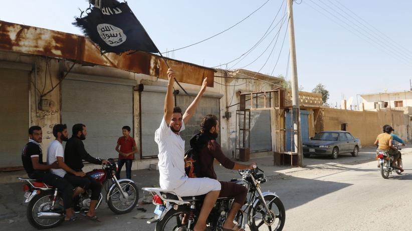 """""""Islamischer Staat"""": Fahne des """"Islamischen Staates"""" in Tabqa, Syrien"""
