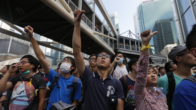 Proteste in Hongkong: Tränengas, Atemmasken, gelbe Schleifen