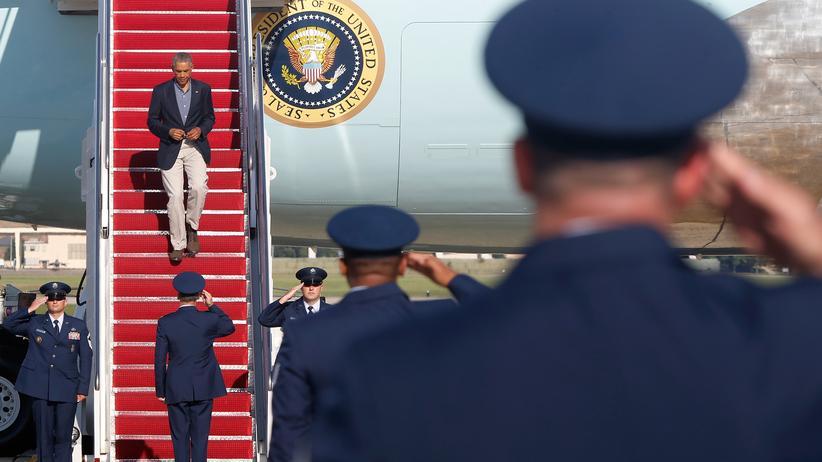 US-Soldaten salutieren vor Präsident Barack Obama am 1. September 2014.