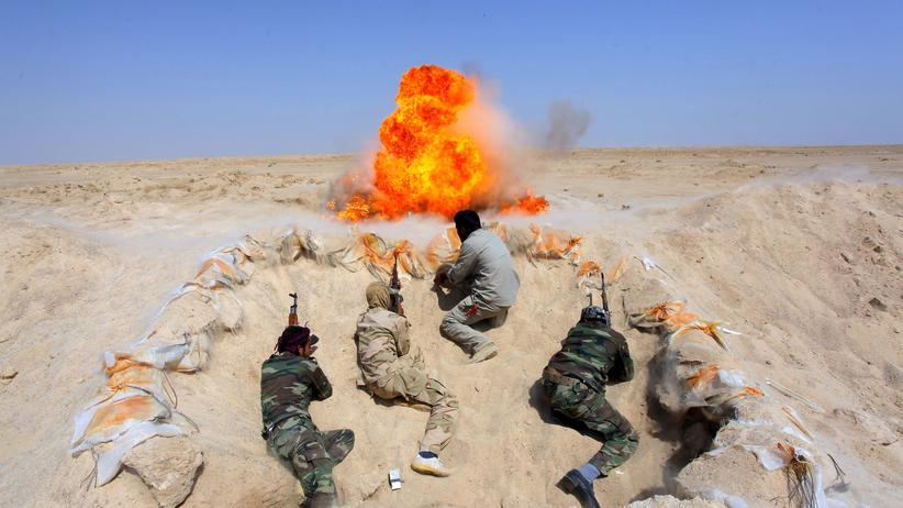 """Schiitische Kämpfer absolvieren Übungen, nachdem sie sich der irakischen Armee im Kampf gegen den """"Islamischen Staat"""" angeschlossen haben."""