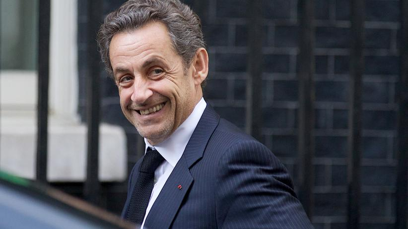 Sarkozy kündigt seinen Rückkehr in die Politk an.