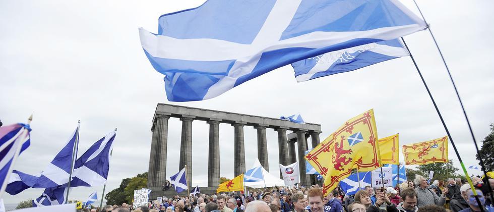 Befürworter der Unabhängigkeit Schottlands protestieren in Edinburgh. (Archivaufnahme aus dem September 2013)