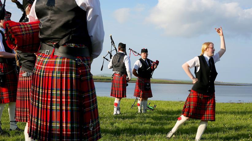 Schottland: Eine Dudelsack-Band in Schottland