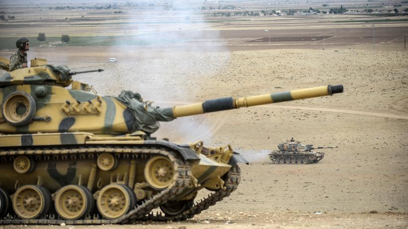Türkische Panzer im türkisch-syrischen Grenzgebiet