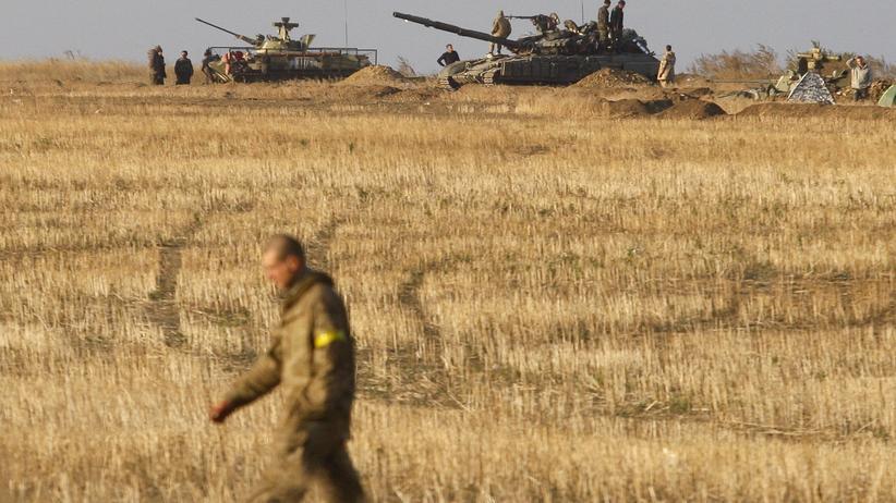 Ukraine: Ukrainischer Panzer nahe der Stadt Debalzewe in der Region Donezk