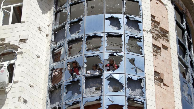 Jemen: Nach den Gefechten zwischen Huthi-Rebellen und Regierungstruppen sind viele Häuser in Sanaa schwer beschädigt.