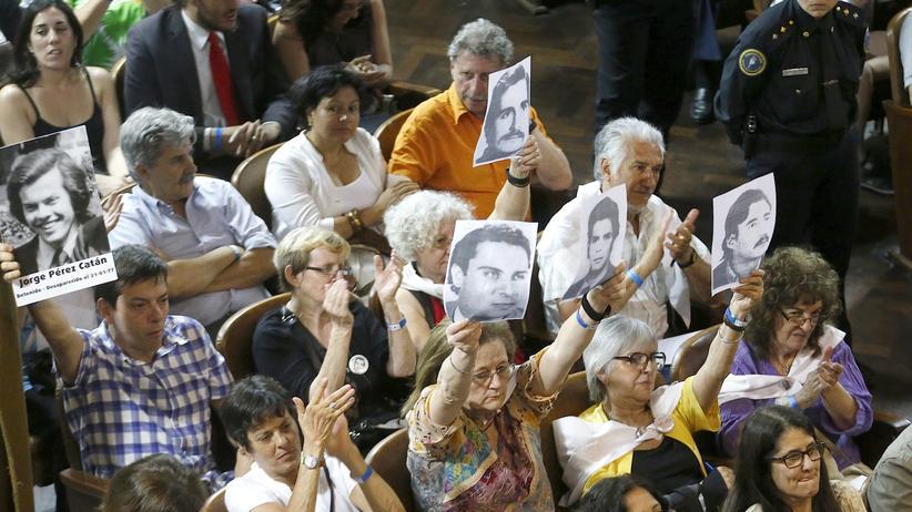 Argentinien Ex-Armeeangestellte lebenslang Haftstrafen Menschenrechtsvergehen Militärdiktatur
