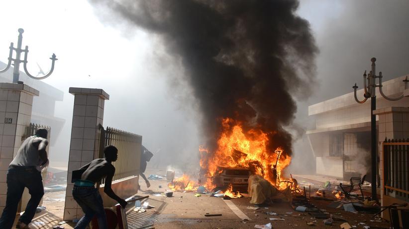 Burkina Faso: Vor dem Parlament in Ouagadougou