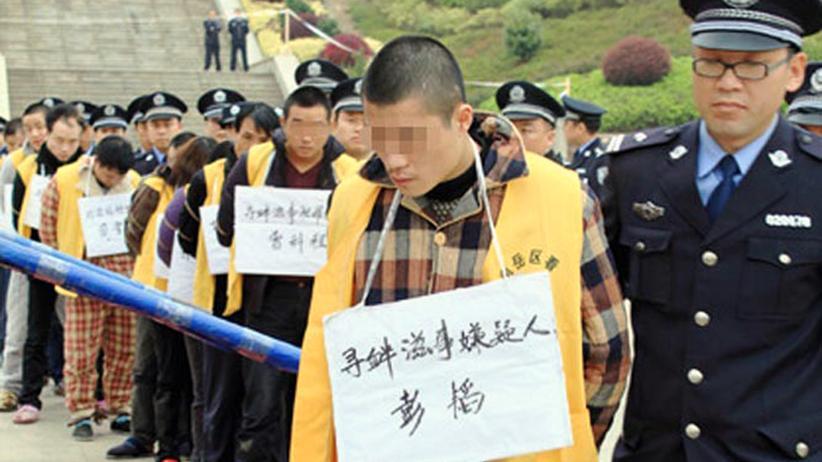 Hinrichtungen: Die chinesische Polizei präsentiert verurteilte Straftäter in der Provinz Hunan.