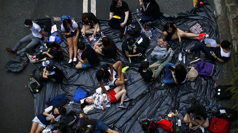 Hongkong: Demonstranten vor dem Regierungssitz in Hongkong: Ihre Handys werden von Hackern angegriffen.