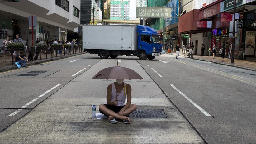 Protest mit Regenschirm in Hongkong
