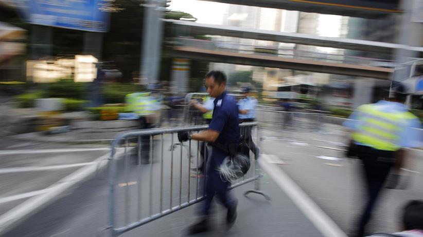 Proteste: Polizei räumt Barrikaden in Hongkong