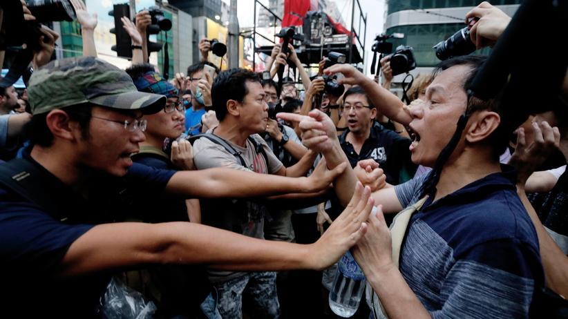 Hongkong: Bewohner greifen Demokratiebewegung an