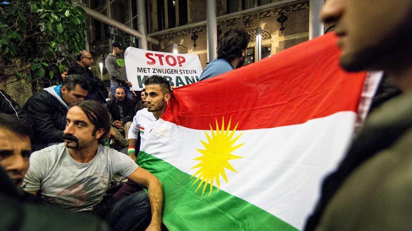 Protestierende Kurden im niederländischen Parlament