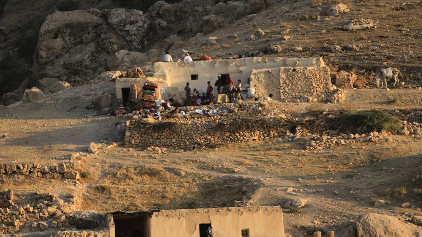 """""""Islamischer Staat"""": Vertriebene Angehörige der religiösen Minderheit der Jesiden im August 2014 während der ersten IS-Offensive im Sindschar-Gebirge"""