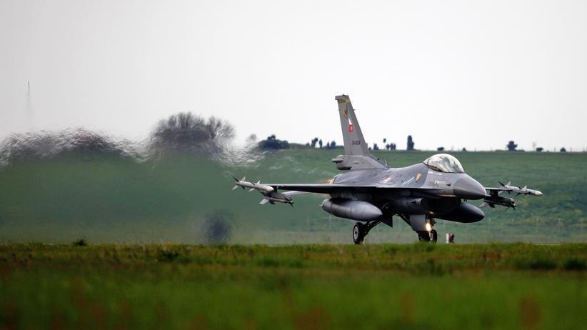 Kurden: Türkischer F16-Kampfjet während einer Übung