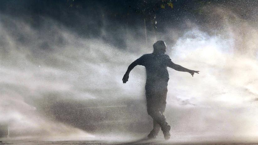 Türkei: Die Polizei setzt Tränengas gegen kurdische Demonstranten an der türkisch-syrischen Grenze ein.