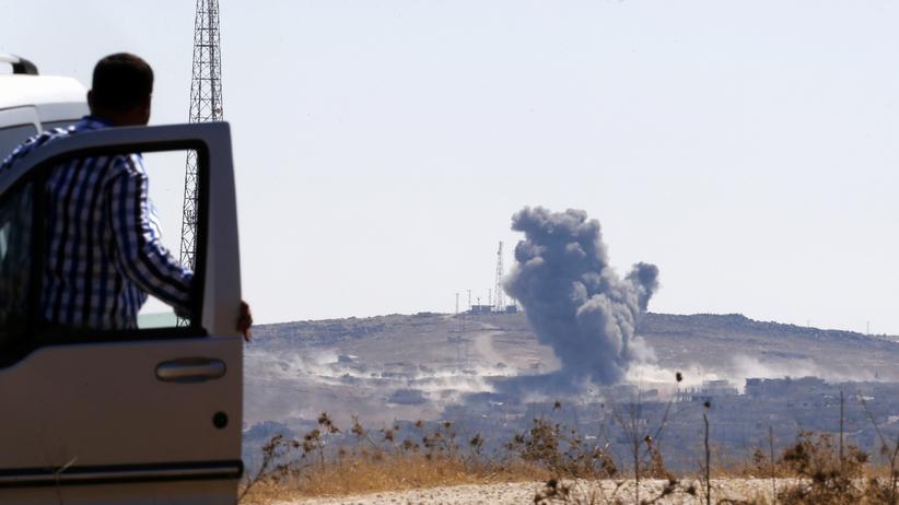 """""""Islamischer Staat"""": Rauch über der syrischen Stadt Kobani nahe der Grenze zur Türkei"""