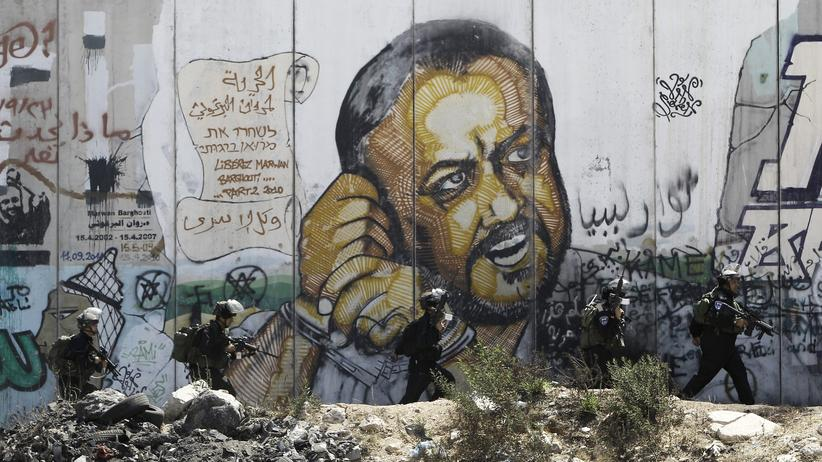 Nahostkonflikt: Ein Porträt des inhaftierten Palästinenserführers Marwan Barghuti an einer Mauer